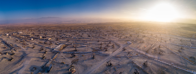 Oil Industry「Drone Panorama of Oil Field」:スマホ壁紙(18)