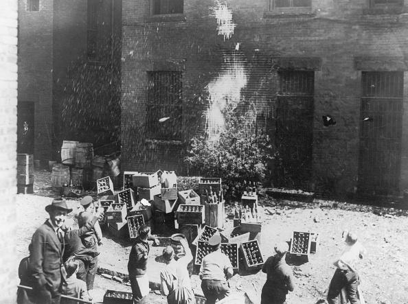 1920-1929「Bottle Smashing」:写真・画像(14)[壁紙.com]
