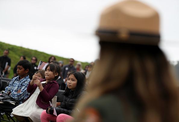 ヒューマンインタレスト「Naturalization Ceremony Held For 25 Children And Their Parents In San Francisco」:写真・画像(12)[壁紙.com]