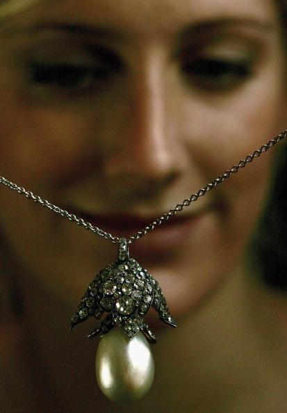 Daniel Berehulak「Historic Royal Jewels Unveiled At Christies」:写真・画像(10)[壁紙.com]