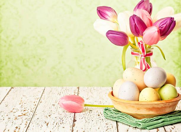 Easter Arrangement: Tulips and Eggs:スマホ壁紙(壁紙.com)