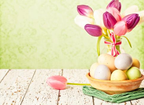 Animal Egg「Easter Arrangement: Tulips and Eggs」:スマホ壁紙(1)