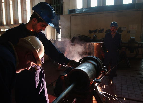 Construction Industry「Work Progresses On Iraqi Electrical Grid One Year After War」:写真・画像(6)[壁紙.com]
