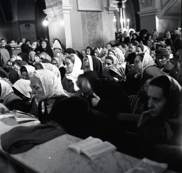 Religious Mass「Believers at the Easter Mass celebrated by Padre Pio at the Sanctuary of Saint Pio of Pietrelcina 1957」:写真・画像(14)[壁紙.com]