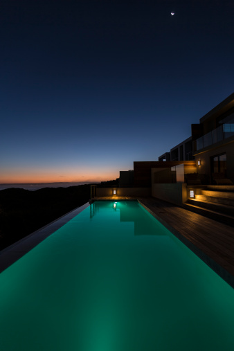 Infinity Pool「Lit up in ground pool in luxury villa at dusk」:スマホ壁紙(2)