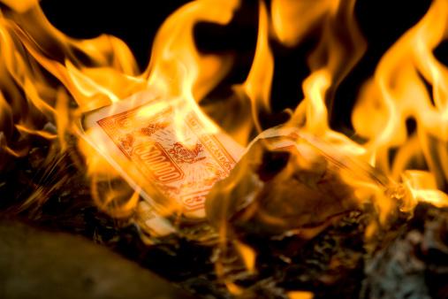 Economic fortune「Burning money for good luck」:スマホ壁紙(15)