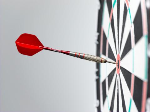 Bull's-Eye「Dart in bullseye of dart board, side view, close-up」:スマホ壁紙(14)