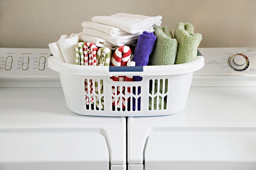 Laundry「Clean Folded Towels in Laundry Basket on Top of Washer and Dryer」:スマホ壁紙(2)