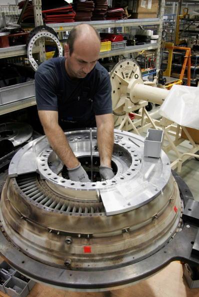 Transportation「Tiefensee Visits Rolls-Royce Aircraft Engine Plant」:写真・画像(19)[壁紙.com]