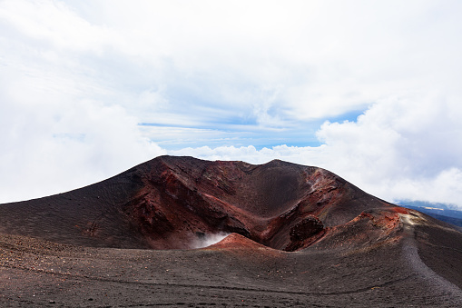 Active Volcano「Like a Moonscape, Southeast Crater of Etna, Tallest Active Volcano in Continental Europe, Sicily, Italy」:スマホ壁紙(13)