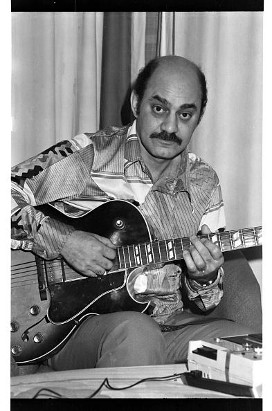 Plucking An Instrument「Joe Pass, London, 1976」:写真・画像(9)[壁紙.com]