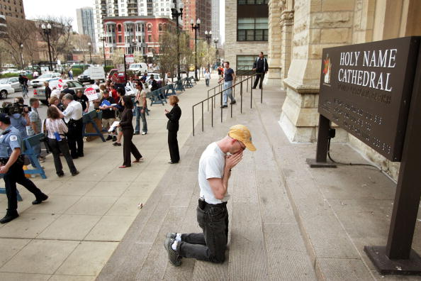 Child Abuse「Clergy Sexual Abuse Survivors Hold Vigil Outside Chicago Cathedral」:写真・画像(14)[壁紙.com]