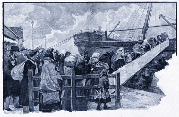 Northern European Descent「Jewish emigrants from eastern Europe boarding a boat from northern Germany to America」:写真・画像(11)[壁紙.com]
