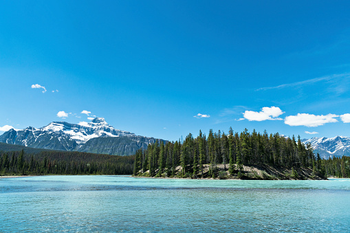 Athabasca River「Athabasca River in the Canadian Rocky Mountains of Jasper National Park, Alberta, Canada」:スマホ壁紙(17)