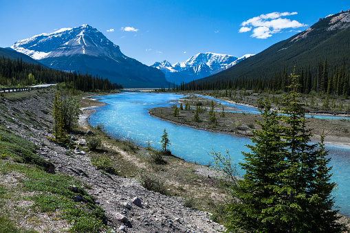 Athabasca River「Athabasca River in the Canadian Rocky Mountains of Jasper National Park, Alberta, Canada」:スマホ壁紙(18)
