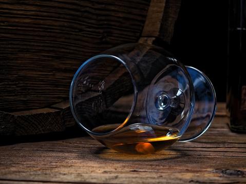 ウィスキー「バーのカウンターにブランデーします。」:スマホ壁紙(6)