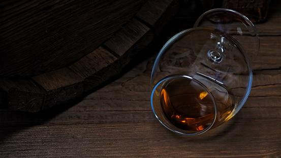 ウィスキー「バーのカウンターにブランデーします。」:スマホ壁紙(1)