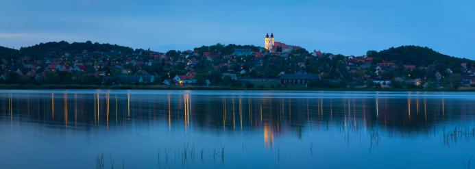 Lake Balaton「Tihany Abbey & village reflected in lake Belso-to」:スマホ壁紙(19)
