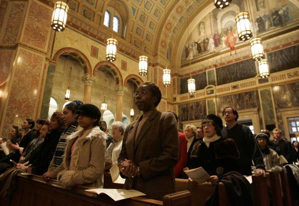 Bishop - California「Cardinal McCarrick Celebrates Holy Thursday Mass」:写真・画像(7)[壁紙.com]