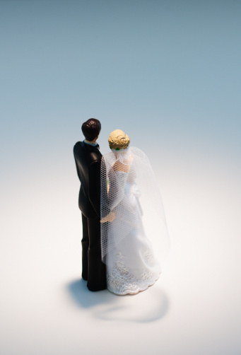 Married「Bride and groom figurines」:スマホ壁紙(18)