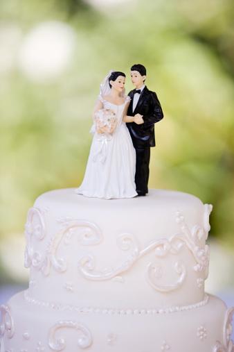 Married「Bride and groom figurines」:スマホ壁紙(15)
