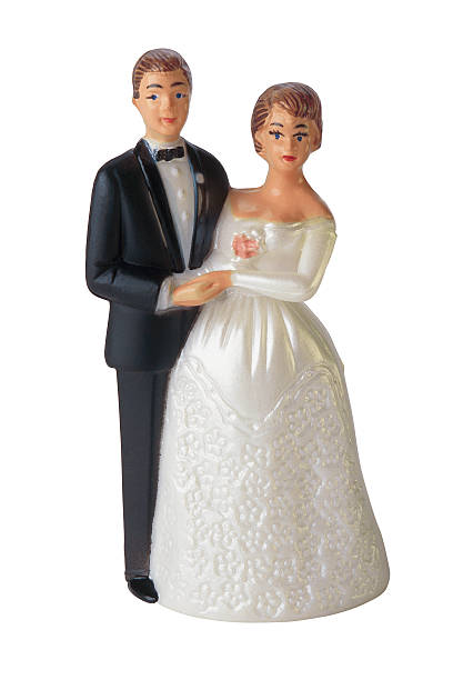 Bride and groom cake decoration figurines:スマホ壁紙(壁紙.com)