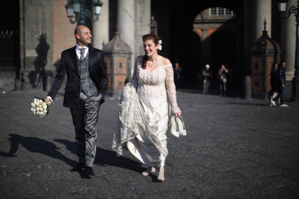 Bridegroom「Daily Life In Naples As New Government Is Sworn In」:写真・画像(12)[壁紙.com]