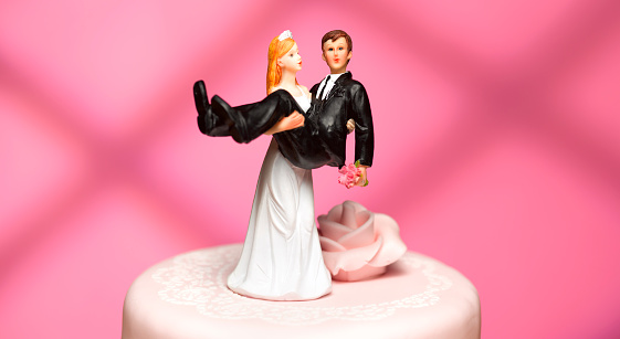Heterosexual Couple「bride and groom wedding figurines」:スマホ壁紙(1)
