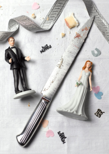 Female Likeness「Bride and groom with knife illustrating divorce」:スマホ壁紙(5)