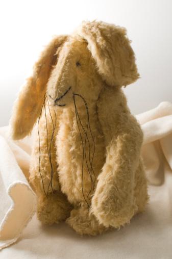 うさぎ「Toy Rabbit」:スマホ壁紙(3)