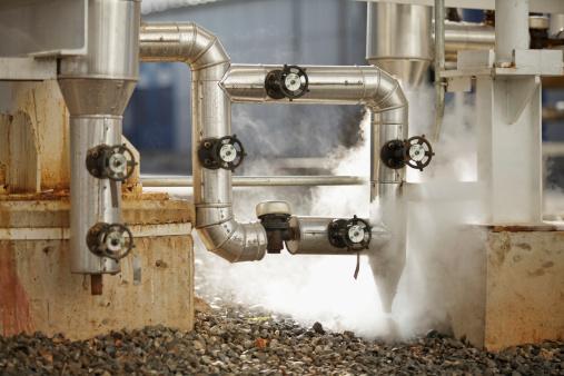 Emitting「pipelines emitting steam at industrial site」:スマホ壁紙(16)