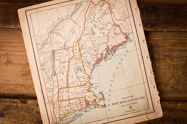 Old Map of New England States, Sitting Angled on Trunk:スマホ壁紙(壁紙.com)