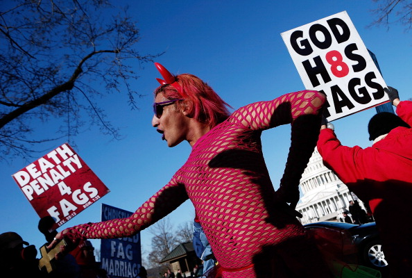 WBC「Supreme Court Hears Arguments On California's Prop 8 And Defense Of Marriage Act」:写真・画像(6)[壁紙.com]