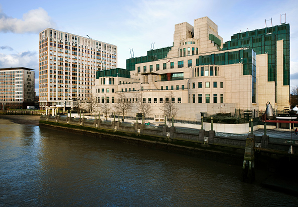 Construction Industry「MI6 building, headquarters of the british intelligence service, located at 85 Albert Embankment on the river Thames. Designed by Terry Farrell and built by John Laing in 1987.」:写真・画像(4)[壁紙.com]