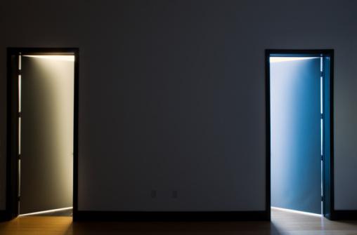 Contrasts「Two open doors, bathroom and closet, night」:スマホ壁紙(9)