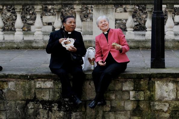 Priest「Women Priests Gather To Celebrate Twentieth Anniversary Of Ordination Of Women Priests」:写真・画像(6)[壁紙.com]