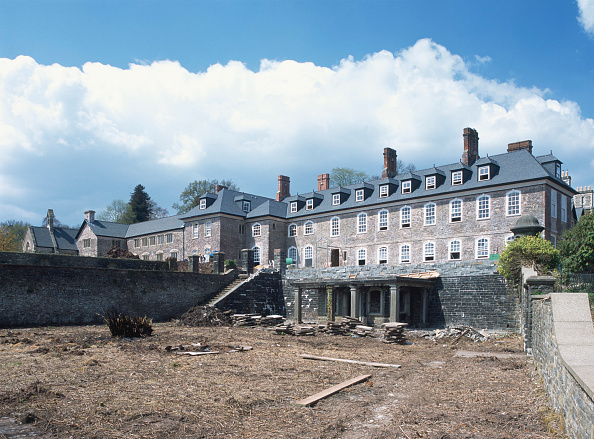 Renovation「View of conversion of 16th century Grade II listed country house to apartments from the sunken garden. Wales, United Kingdom.」:写真・画像(8)[壁紙.com]