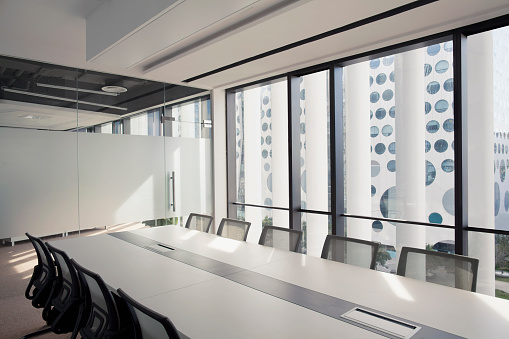The Bigger Picture「View of contemporary business conference room」:スマホ壁紙(10)
