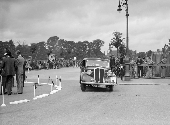 Corner「Standard 12 saloon of Miss I Webber competing in the South Wales Auto Club Welsh Rally, 1937」:写真・画像(19)[壁紙.com]