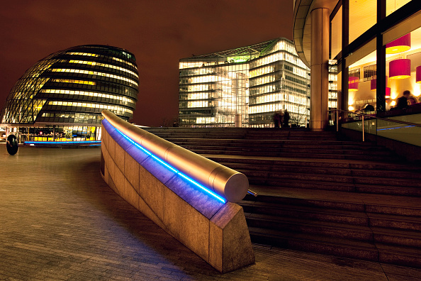 Steps「More London Riverside development, with the GLA building, south bank of the River Thames, London. The buildings were designed by Foster and Partners architects. The landscape was designed by Townshend Landscape Architects」:写真・画像(7)[壁紙.com]