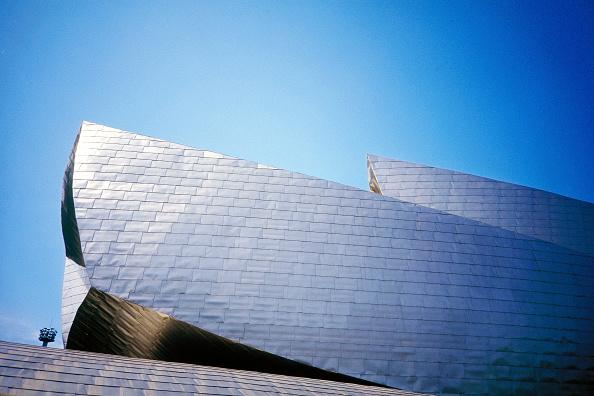 2002「Detail of exterior of Guggenheim Museum. Bilbao, Spain. Designed by Frank O Gehry.」:写真・画像(12)[壁紙.com]
