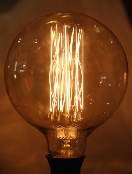 Light Bulb「British Gas Controversially Increases Its Energy Prices」:写真・画像(18)[壁紙.com]