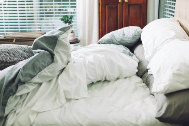 slept in bed:スマホ壁紙(壁紙.com)