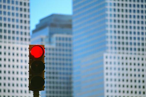 Road Signal「Red Traffic Light and World Financial Center」:スマホ壁紙(19)