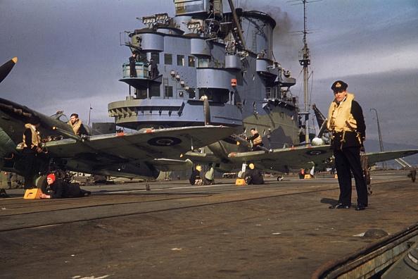カラー画像「Aircraft Carrier」:写真・画像(8)[壁紙.com]
