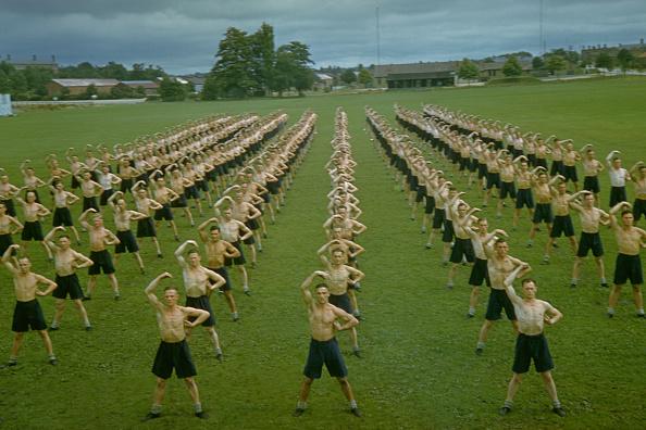In A Row「Physical Training」:写真・画像(7)[壁紙.com]