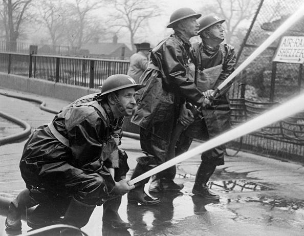 Rescue Worker「Wartime Firemen」:写真・画像(5)[壁紙.com]