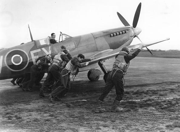 飛行機「Scramble」:写真・画像(4)[壁紙.com]