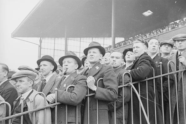 1940-1949「Football Fans」:写真・画像(0)[壁紙.com]