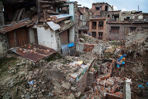 Damaged「Bhaktapur Seen 3 Months After Devastating Nepal Earthquake」:写真・画像(2)[壁紙.com]
